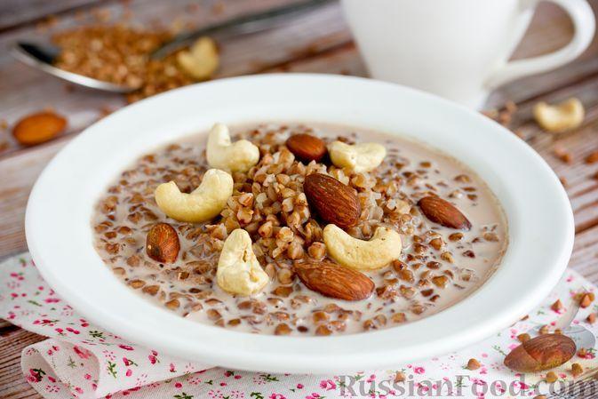 Фото к рецепту: Молочная гречневая каша с какао