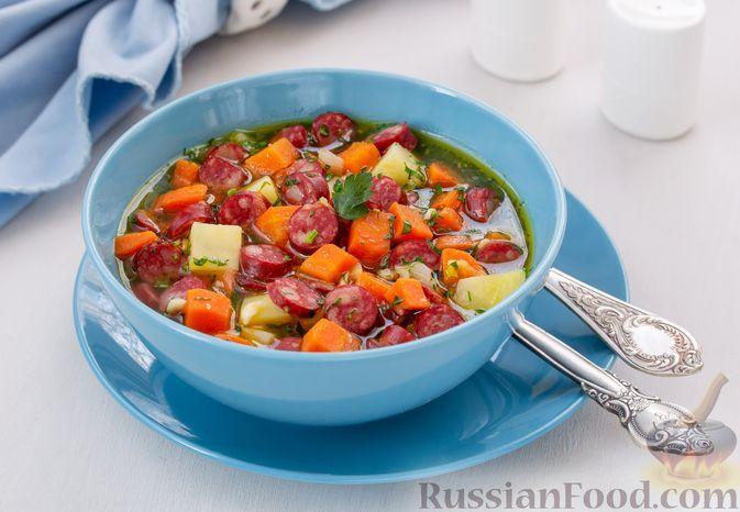 Фото к рецепту: Густой суп с овощами и колбасками