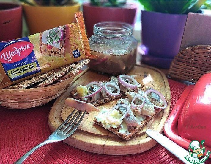 Рецепт: Бутерброды с сельдью домашнего посола