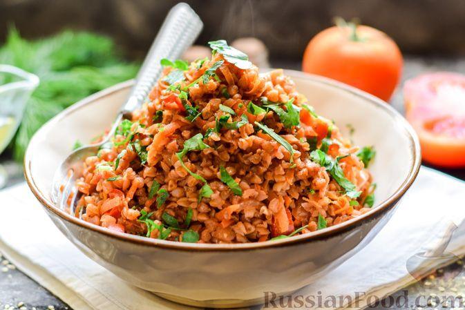 Фото к рецепту: Гречка с помидорами, свёклой и сладким перцем, на сковороде