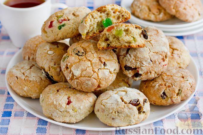 Фото к рецепту: Творожное печенье с цукатами, изюмом и орехами