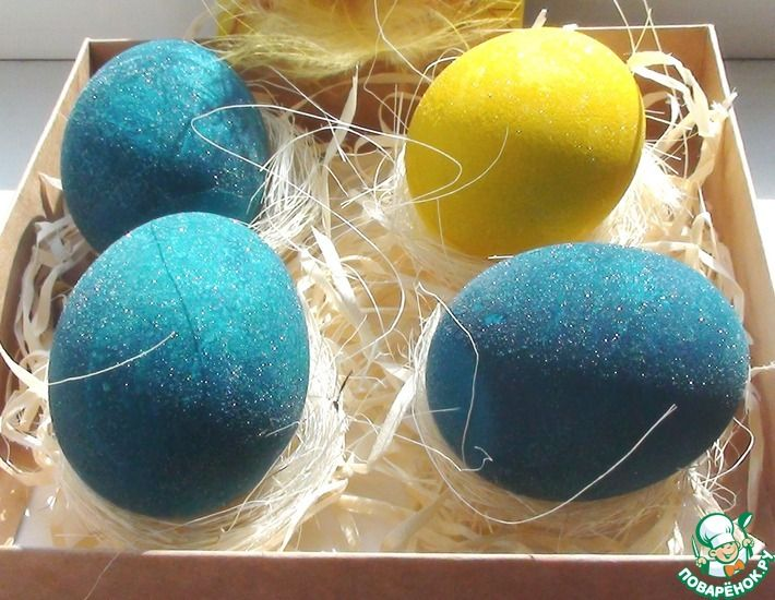 Рецепт: Крашеные яйца в белом вине
