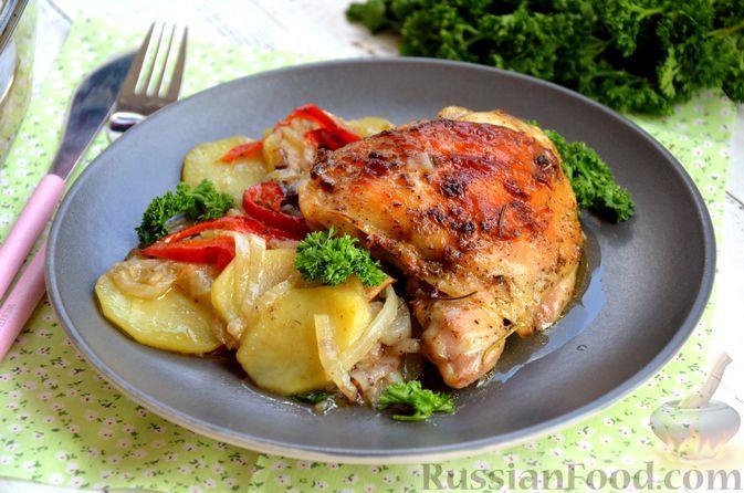 Фото к рецепту: Курица, запечённая с картошкой, луком, сладким перцем и горчичным соусом