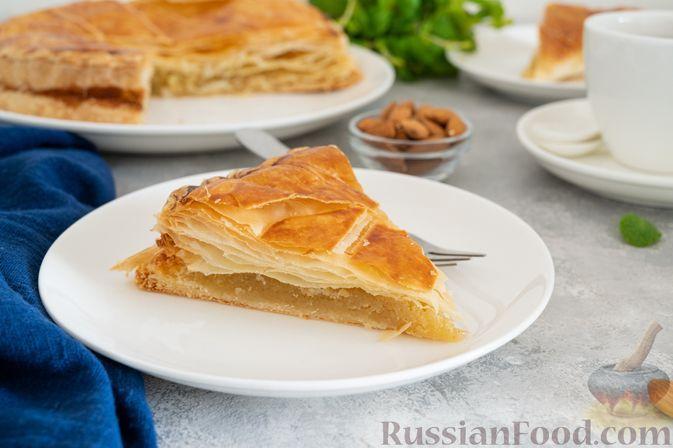 Фото к рецепту: Слоёный пирог с франжипаном