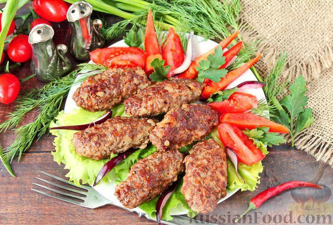 Фото к рецепту: Кёфте с семенами чиа и пряностями (мясные котлеты по-турецки)