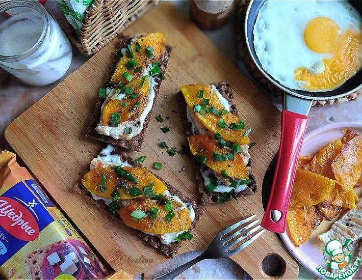 Рецепт: Бутерброды с пряной тыквой и курицей