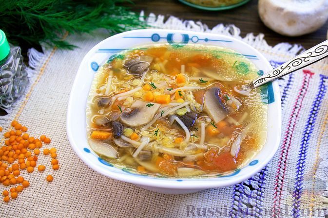Фото к рецепту: Суп с чечевицей, шампиньонами и вермишелью