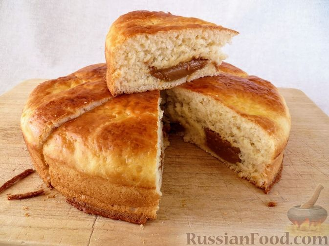 Фото к рецепту: Ленивый пирог со сгущёнкой