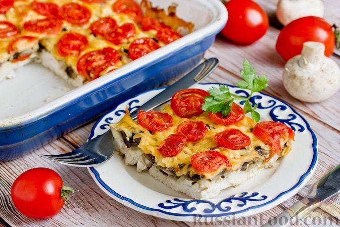 Фото к рецепту: Куриное филе, запечённое с грибами, помидорами и сыром