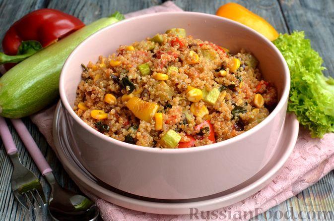 Фото к рецепту: Киноа с овощами, кукурузой и шпинатом