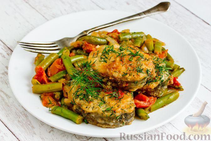Фото к рецепту: Рыба, тушенная с овощами и стручковой фасолью