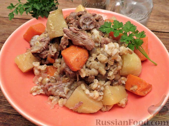 Фото к рецепту: Рагу из баранины с картофелем и перловкой