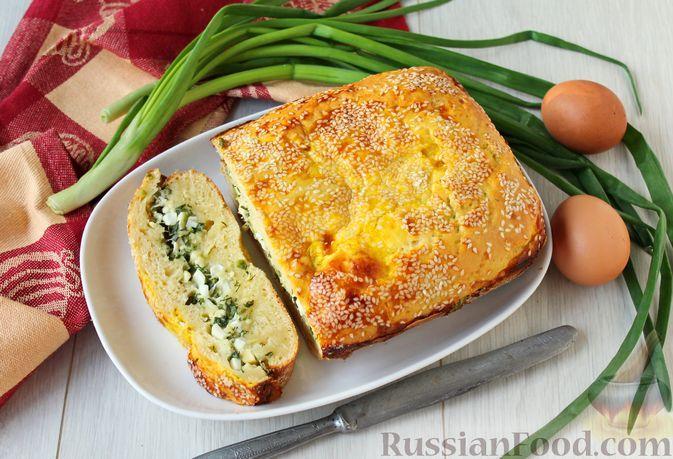 Фото к рецепту: Заливной пирог с отварными яйцами, сыром и зеленью