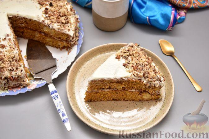 Фото к рецепту: Пряный морковный торт с ананасами и масляно-сырным кремом