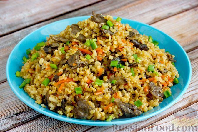 Фото к рецепту: Булгур с вёшенками и овощами (на сковороде)