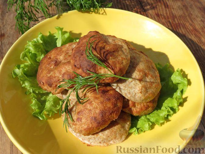 Фото к рецепту: Котлеты из сельдерея и куриного филе с отрубями (в духовке)
