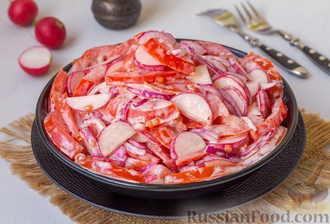 Фото к рецепту: Салат из помидоров, редиски и красного лука