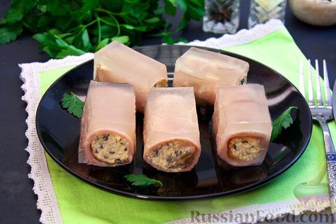 Фото к рецепту: Заливные рулетики из ветчины с грибами и варёными яйцами