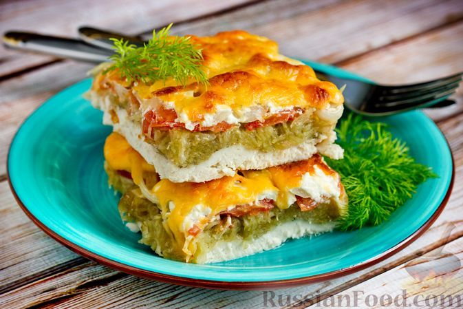 Фото к рецепту: Куриное филе, запечённое с картофелем, помидорами и сыром