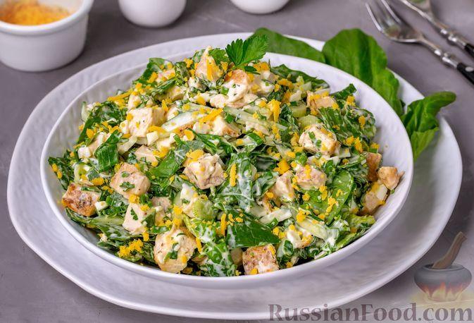 Фото к рецепту: Салат с курицей, огурцами, шпинатом и яйцами