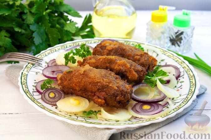Фото к рецепту: Рулетики из говяжьей печени с луком, беконом и варёными яйцами