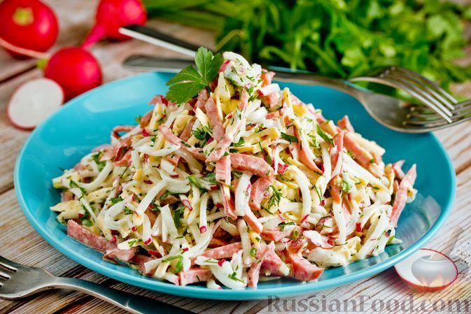 Фото к рецепту: Салат из редиски, колбасы и сыра