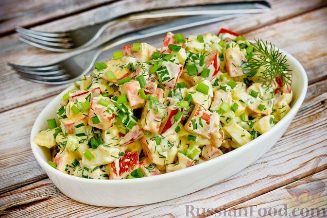 Фото к рецепту: Салат с крабовыми палочками, болгарским перцем и яйцами