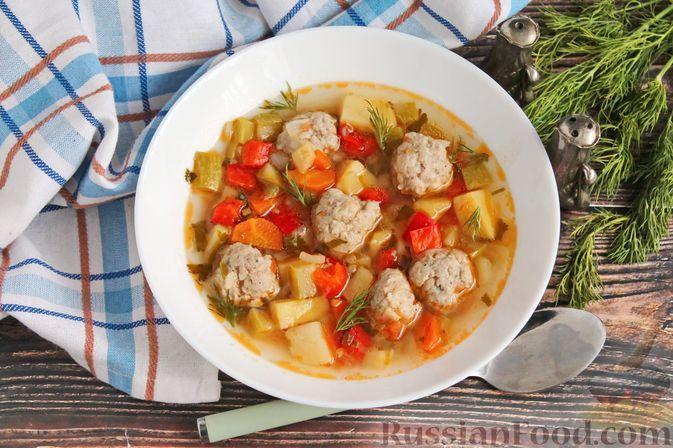 Фото к рецепту: Суп с кабачками и фрикадельками