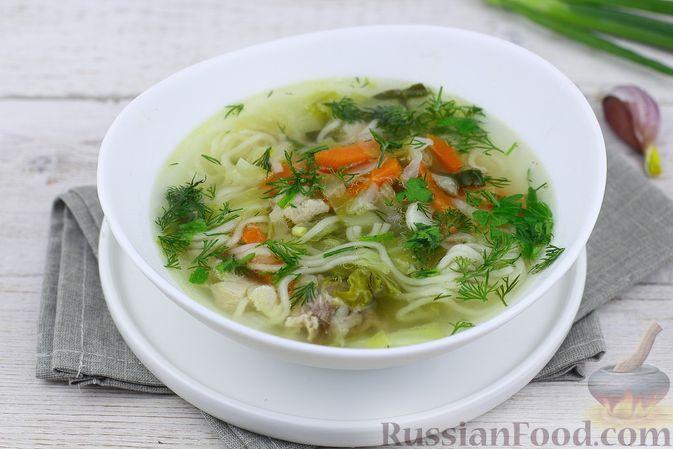 Фото к рецепту: Куриный суп с молодой капустой и вермишелью быстрого приготовления