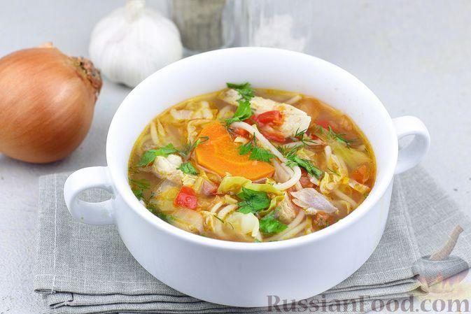 Фото к рецепту: Куриный суп со спагетти, капустой, помидорами и сладким перцем