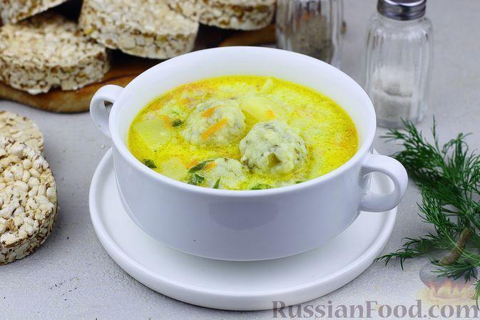 Фото к рецепту: Сливочный суп с курицей и сырно-шпинатными клёцками