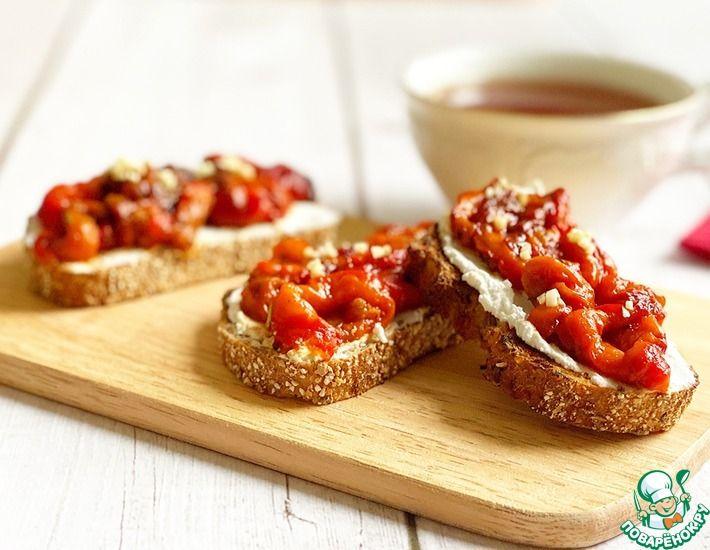 Рецепт: Брускетта с запеченным перцем и творожным сыром-наслаждение в каждом кусочке