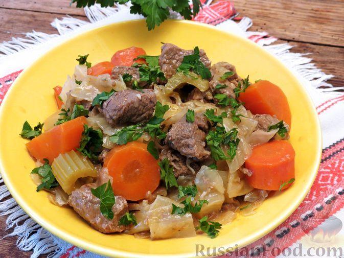 Фото к рецепту: Рагу из говядины с капустой, морковью и сельдереем