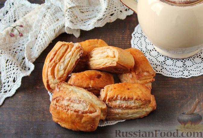 """Фото к рецепту: Слоистые булочки из """"ночного"""" дрожжевого теста на кефире"""