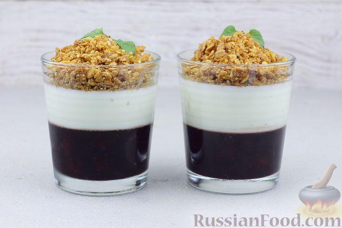 Фото к рецепту: Десерт с вареньем, йогуртом и овсяными хлопьями