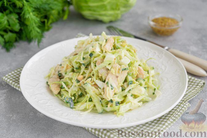 Фото к рецепту: Салат с курицей, молодой капустой, огурцом и яйцами