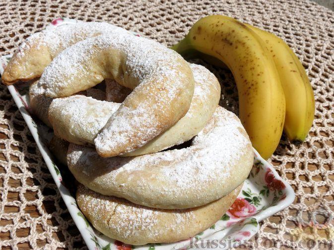 """Фото к рецепту: Песочное печенье """"Бананы"""" на сметане"""