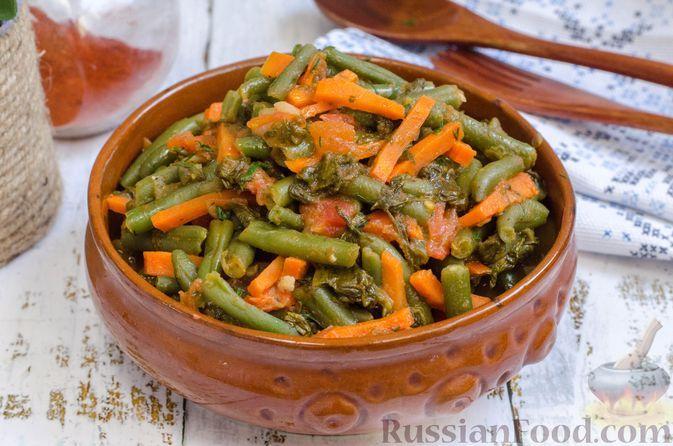 Фото к рецепту: Стручковая фасоль, тушенная с помидорами, морковью и щавелем