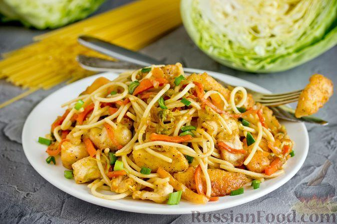 Фото к рецепту: Спагетти с курицей, молодой капустой и сладким перцем