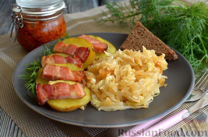Фото к рецепту: Запечённый картофель с молодой капустой и копчёной грудинкой