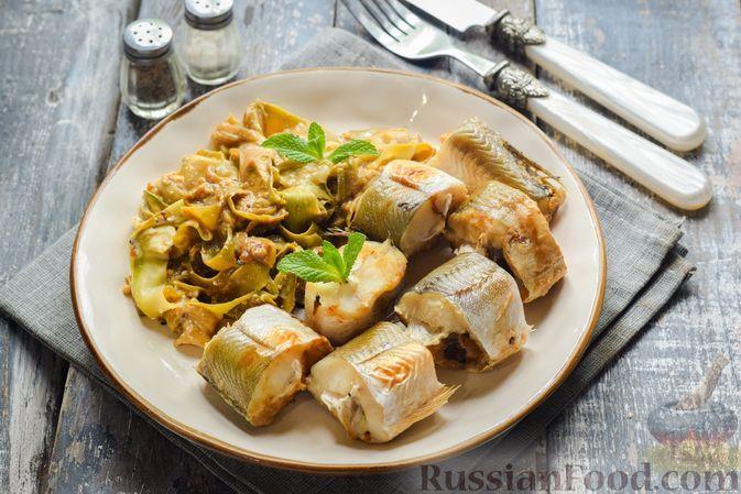 Фото к рецепту: Рыба, запечённая с кабачками в сметанно-соевом соусе