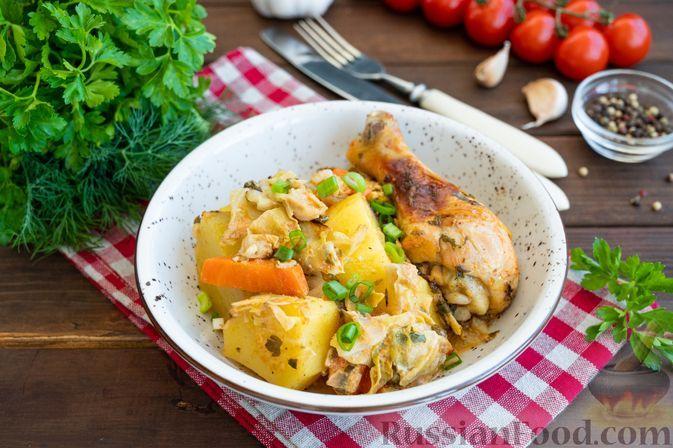 Фото к рецепту: Курица, запечённая с картошкой, молодой капустой и сметаной (в рукаве)