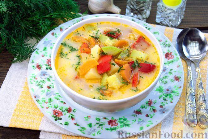 Фото к рецепту: Суп с кабачками, болгарским перцем и плавленым сыром