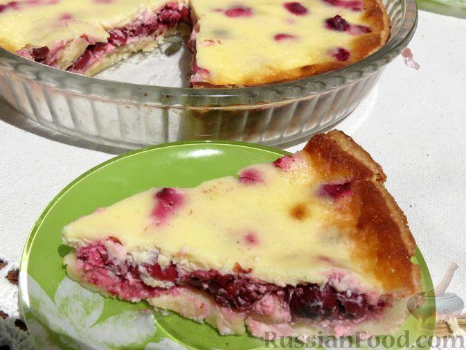 Фото к рецепту: Тарт с вишней в яично-сметанной заливке