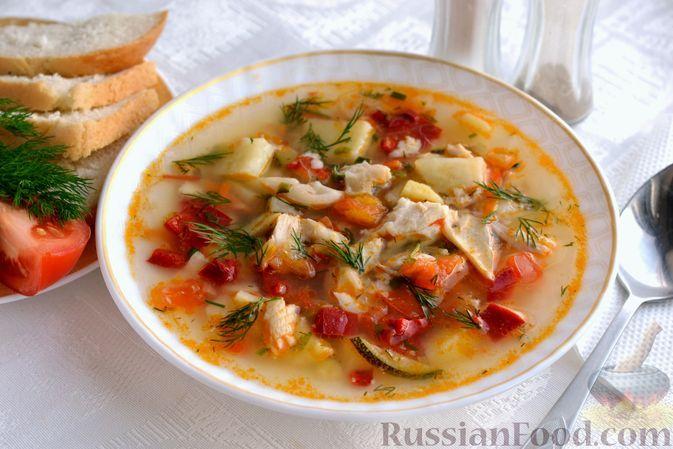 Фото к рецепту: Рыбный суп с кабачками, сладким перцем и помидорами