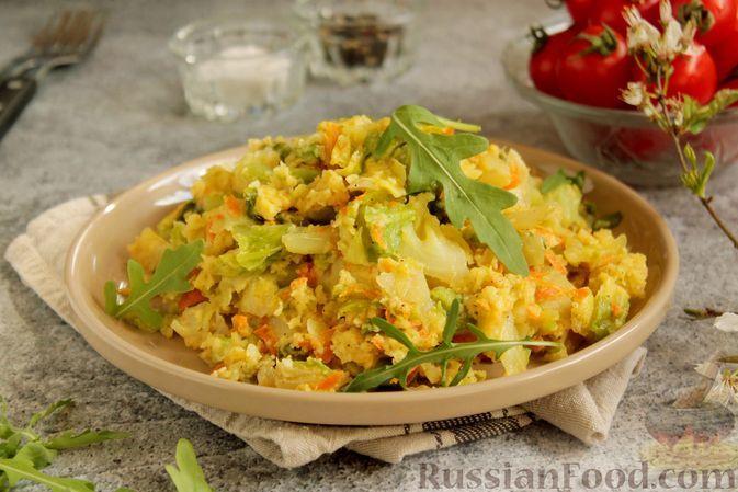 Фото к рецепту: Тушёная капуста с яйцами (на сковороде)