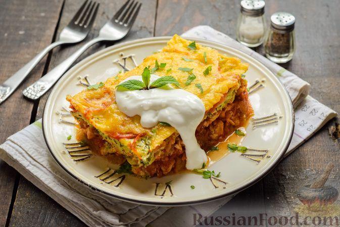 Фото к рецепту: Кабачковая запеканка с курицей и помидорами