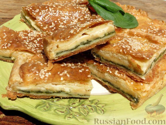 Фото к рецепту: Закрытый творожный пирог со шпинатом и сыром