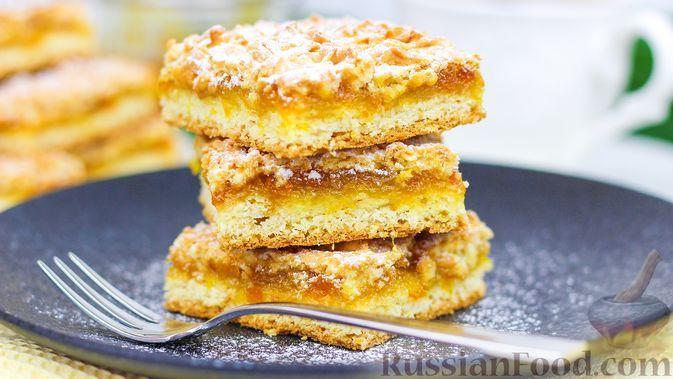 Фото к рецепту: Тёртый пирог с вареньем (венское печенье)