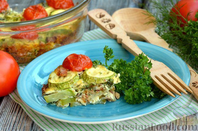 Фото к рецепту: Запеканка из кабачков с беконом, плавленым сыром и помидорами черри